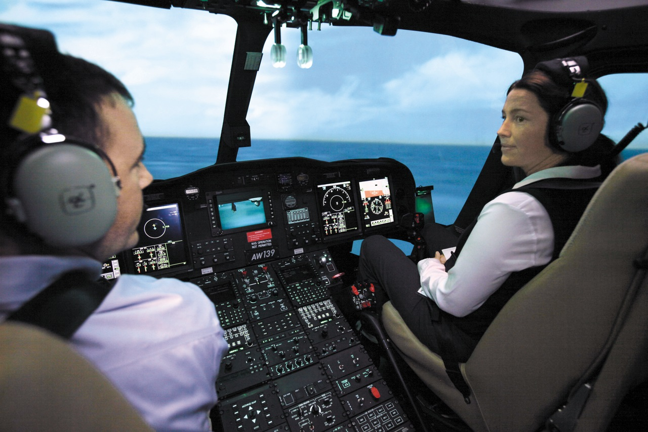 """Компания """"Flightsafety""""  расширяет программы по обучению на тренажерах уровня D, для вертолетов """"Airbus EC145"""" и """"Leonardo AW139"""""""
